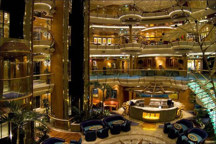 Лайнер Brilliance of the Seas» (37 фото)